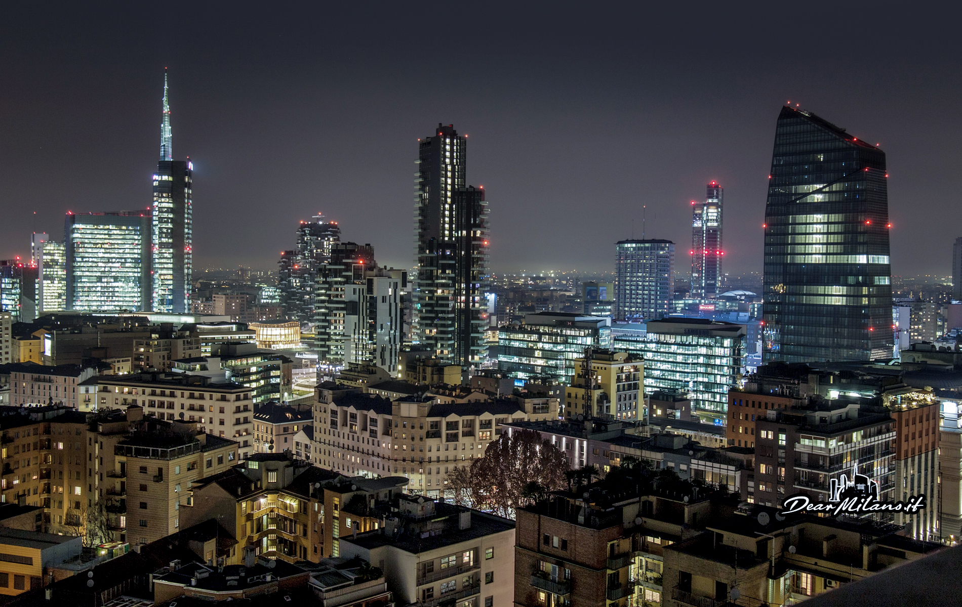 Milano by night, skyline